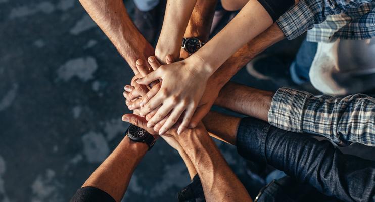 Handen op elkaar - full service logistiek partner - Jan Krediet