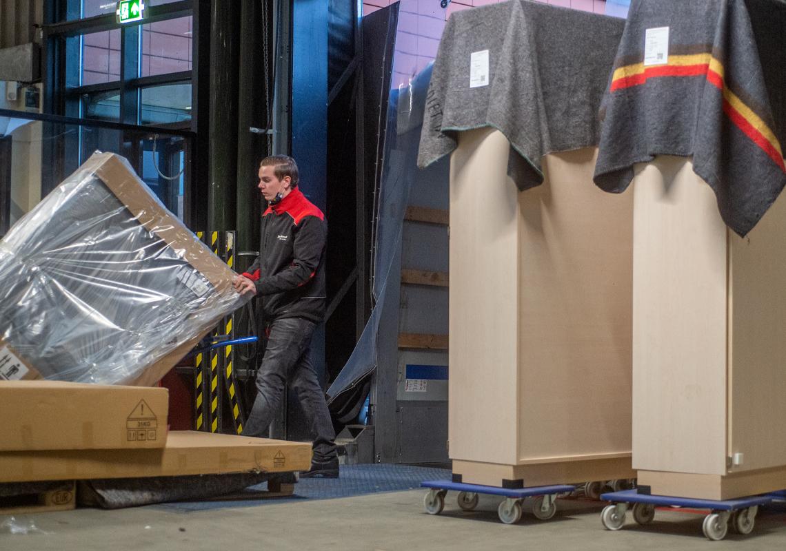 Man in magazijn - Crossdocking - Jan Krediet