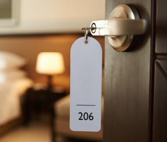 Sleutel in hoteldeur - Logistieke oplossingen accommodatiesector - Jan Krediet