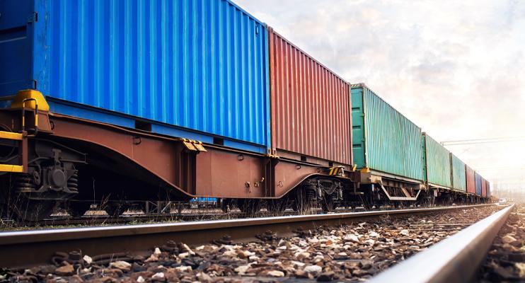 Containers worden vervoerd per trein - Transport - Jan Krediet