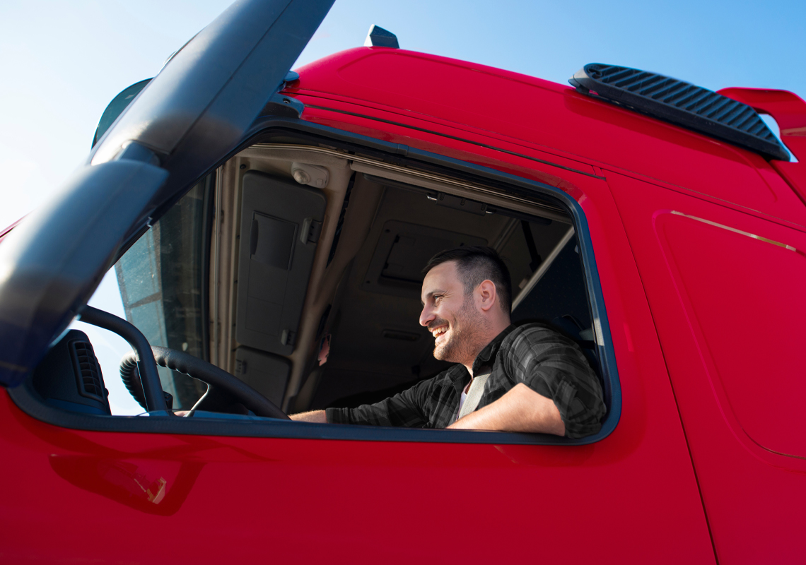 Man in vrachtwagen achter stuur - Logistieke oplossingen voor drukwerk - Jan Krediet