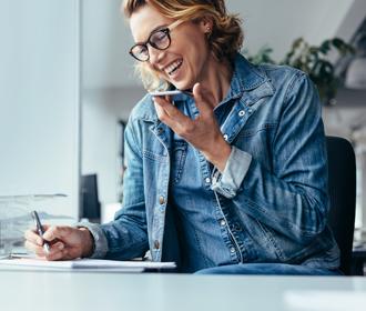 Woman calling - Contact - Jan Krediet